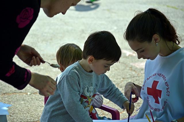 Wolontariusz z dzieckiem